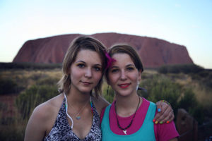 MonaLisa Twins in front of the Uluru in the Australian Outback