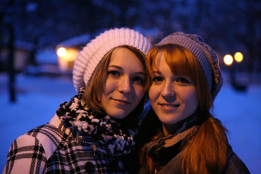 MonaLisa Twins Merry Christmas 2010