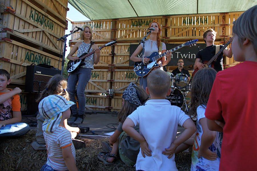 MonaLisa Twins live at Biohof Adamah Festival