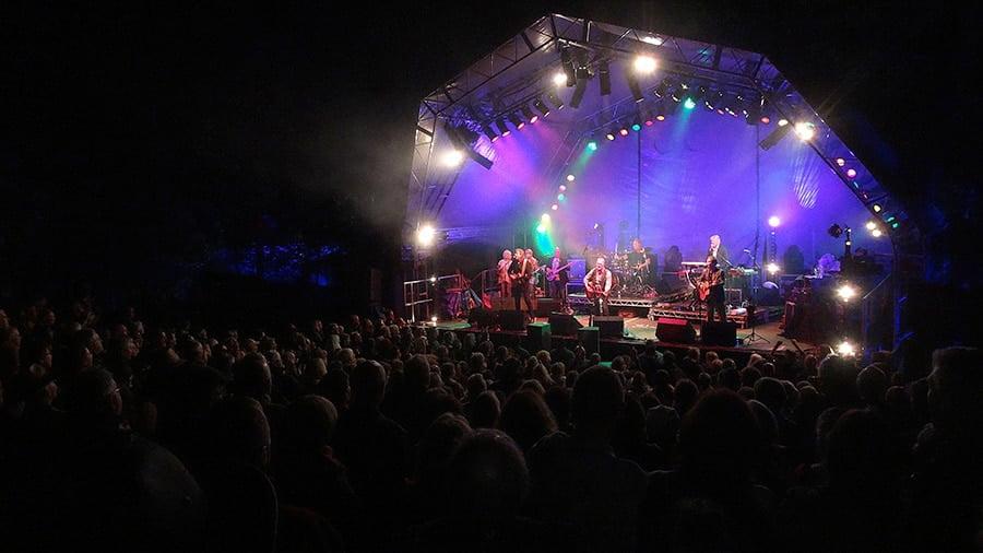 MonaLisa Twins with Steve Harley & Cockney Rebel at Holt Festival 2015, UK