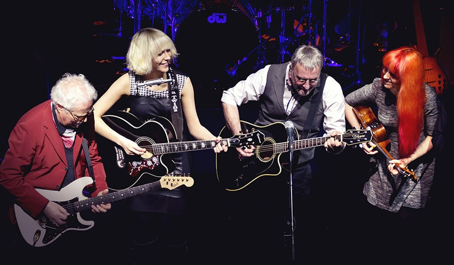 MonaLisa Twins with Steve Harley and Jim Cregan live on stage