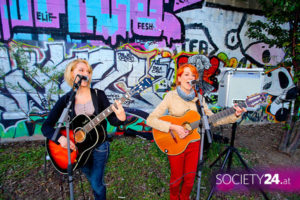 MonaLIsa Twins busking at Danube Canal Festival 2012